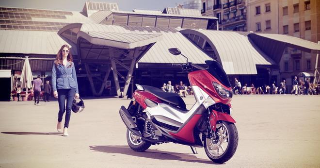 ecbdffd2b13 Con su estilo dinámico y amplio equipamiento (que incluye frenos ABS de  serie), este elegante scooter urbano proporciona la máxima calidad a un  precio ...
