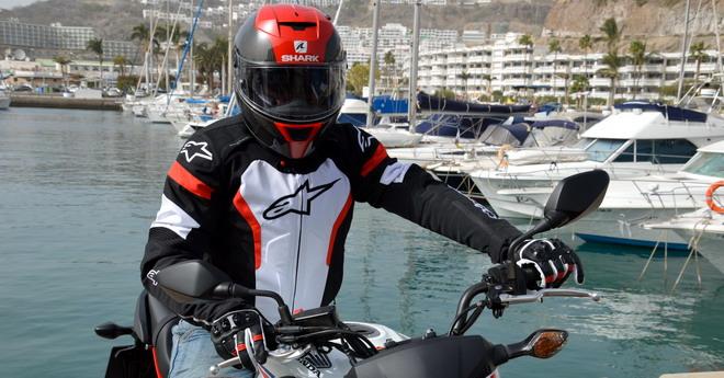 Hrc Una Pilotar De Moto Colores Guerra Con Equipamiento Para Los fEqxqzB