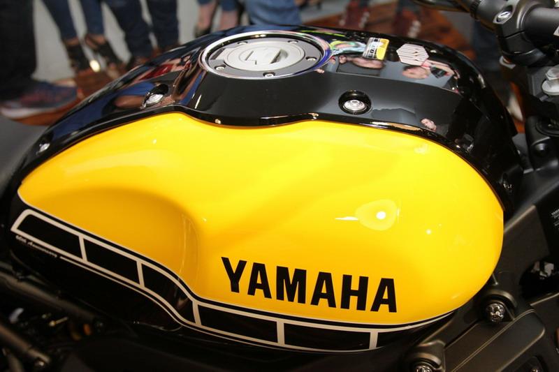 d motos santa cruz present en tenerife la nueva yamaha. Black Bedroom Furniture Sets. Home Design Ideas