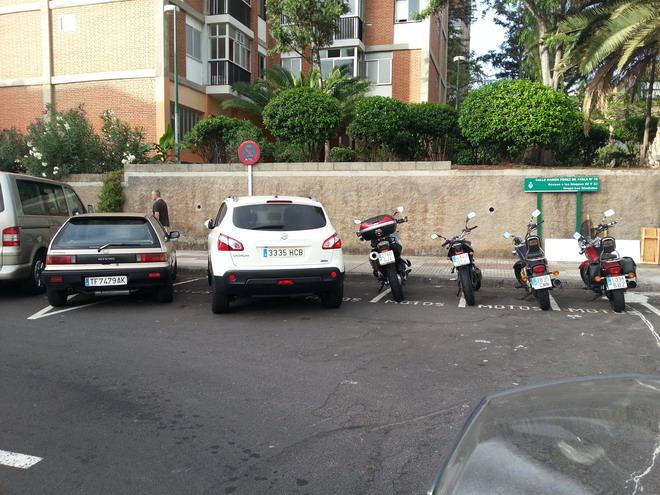 Muchos coches ocupan plazas de parking de motos for Parking de coches